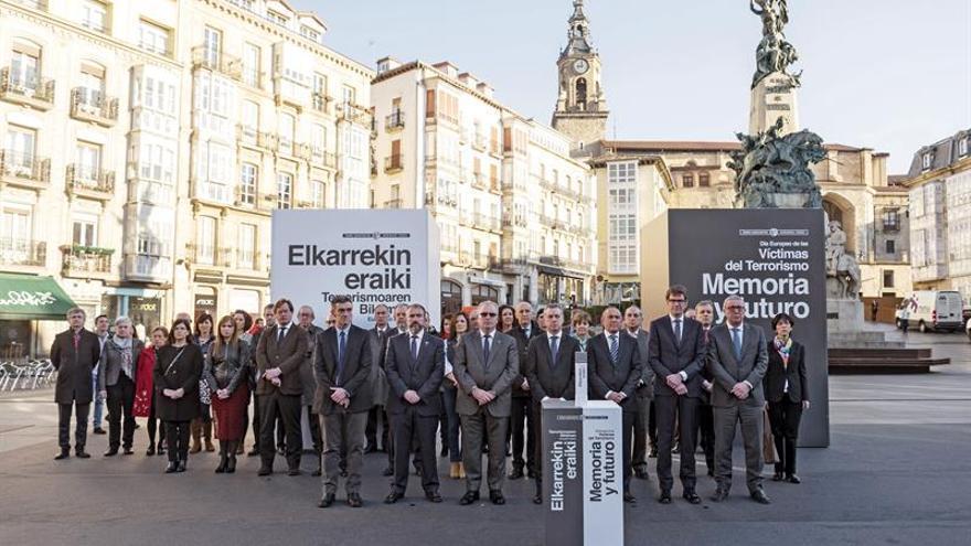 La sociedad vasca arropa con 4 horas de silencio a las víctimas de terrorismo