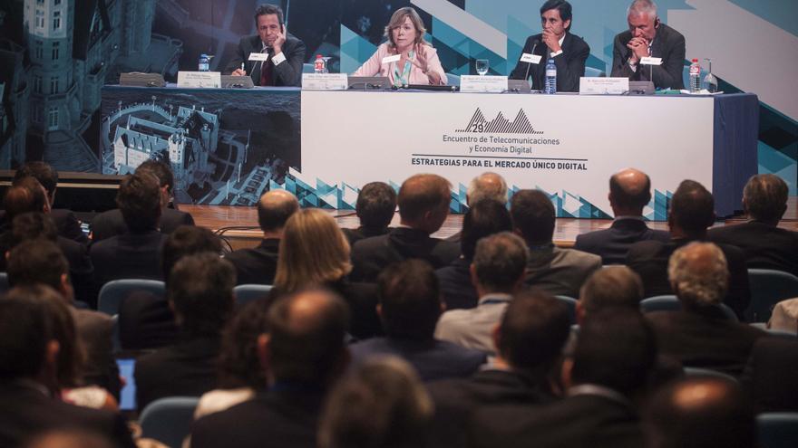 Mesa redonda con la eurodiputada Pilar del Castillo, José María Álvarez-Pallete (consejero delegado de Telefónica),  Philipp Humm (CEO de Vodafone Europa) y Gervais Pellissier (Deputy CEO ORANGEde Orange)