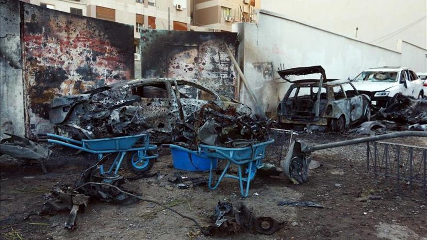 Mueren nueve soldados libios en combates en la asediada ciudad de Bengasi