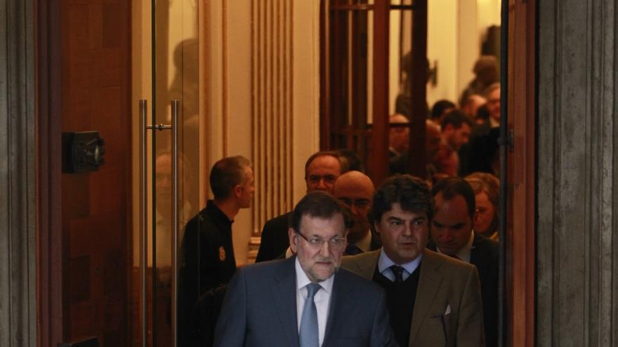Rajoy acude al 'cara a cara' acompañado de su jefe de campaña del PP y la secretaria de Estado de Comunicación
