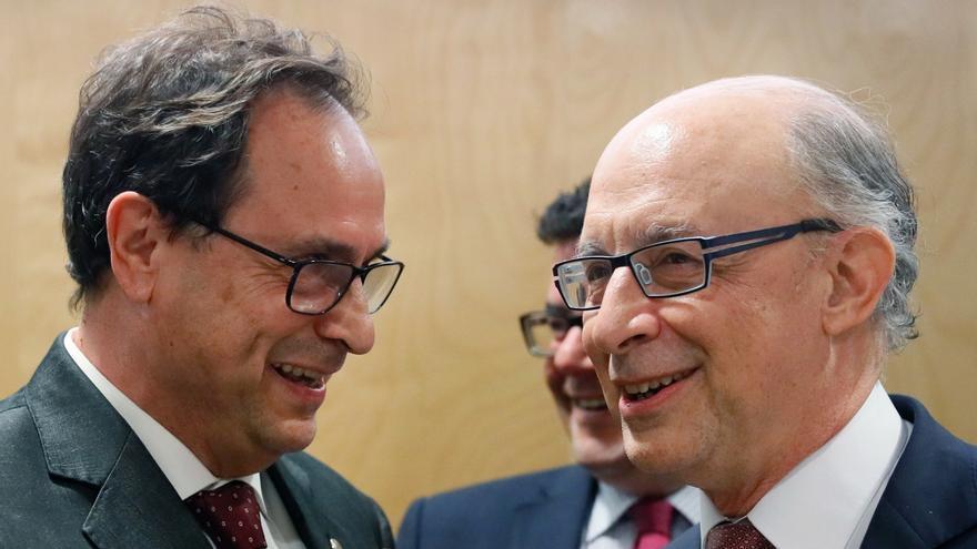 El conseller de Hacienda, Cristóbal Montoro, y el Ministro de Hacienda, Cristóbal Montoro, en una reunión en Madrd.