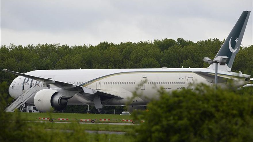 La Policía interroga a dos británicos que provocaron el desvío de un avión