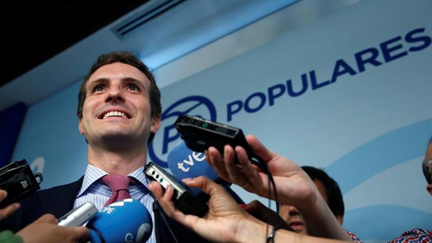 """Pablo Casado afirma que hay """"buenos mimbres"""" para un pacto entre PP, PSOE y C's"""
