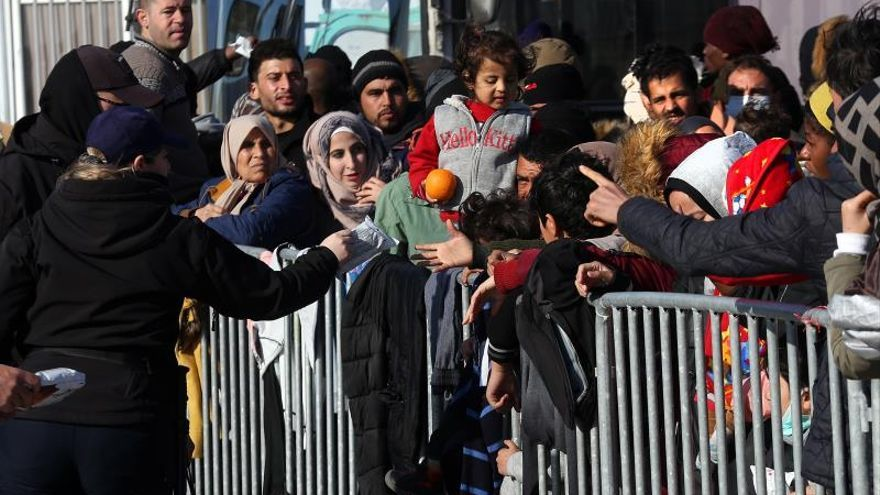 Turquía dice que más migrantes han entrado en la UE y Grecia habla de calma