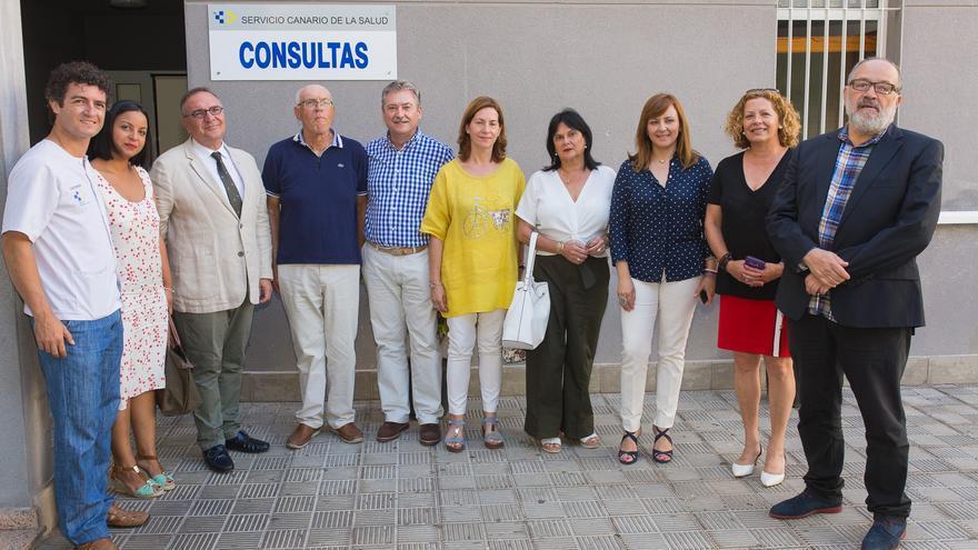 Foto de familia en el Consultorio de Tazacorte.