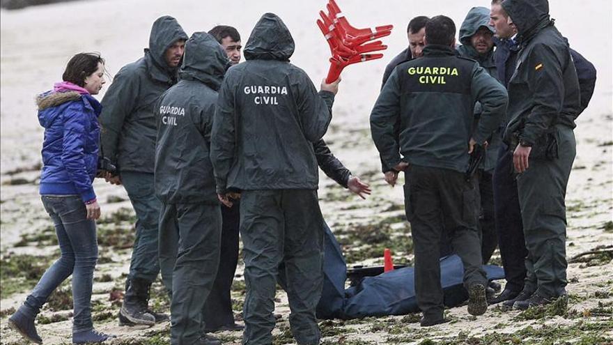 Hallan un cadáver en estado de descomposición en una playa de la isla de Arousa