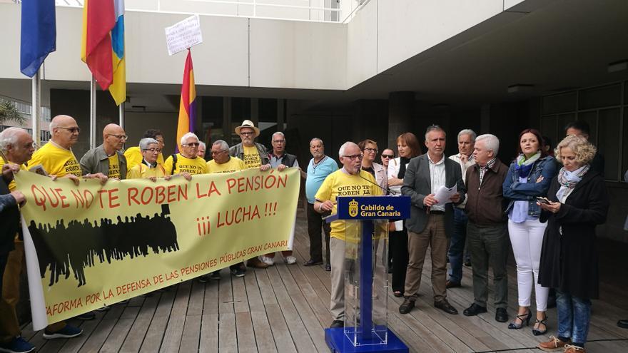 Concentración convocada por la Coordinadora Estatal por la Defensa del Sistema Público de Pensiones y por la Plataforma en Gran Canaria frente a la Casa Palacio.