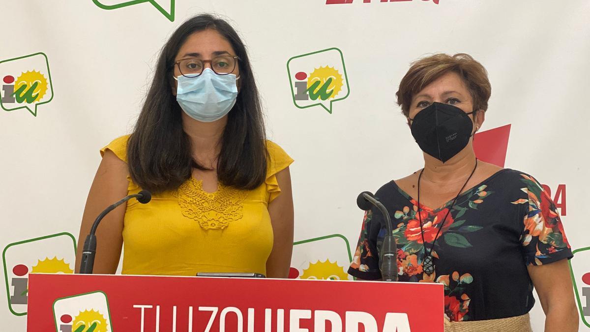 La secretaria de Organización provincial de IU Córdoba, Carmen María Ruiz, y la portavoz de IU en el Ayuntamiento de Castro del Río, Luisa Ortega.