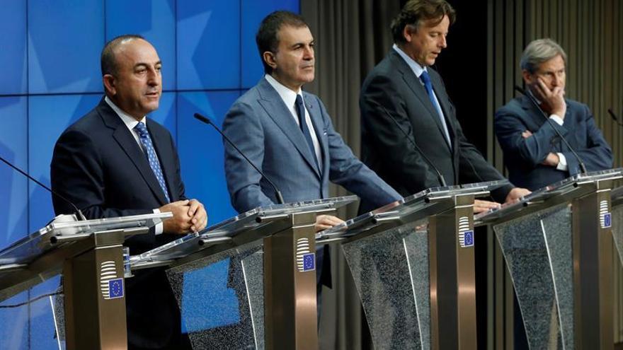 Turquía pide que la cooperación con la UE crezca y no se limite a los refugiados