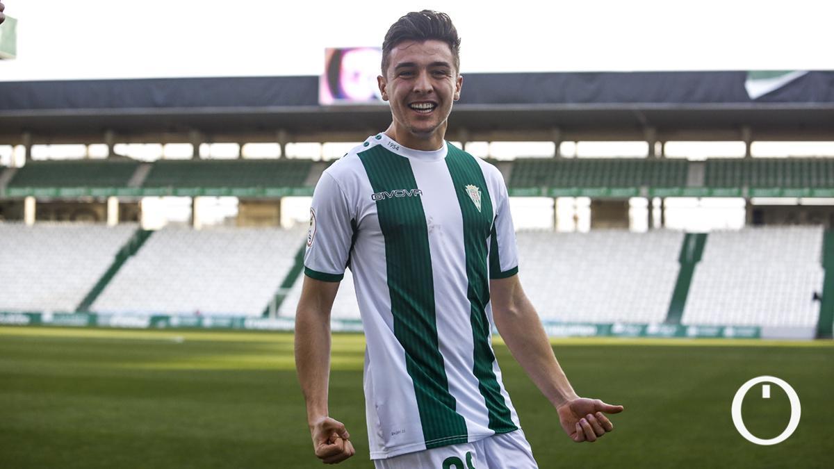 Alberto del Moral celebra su primer gol con el Córdoba.