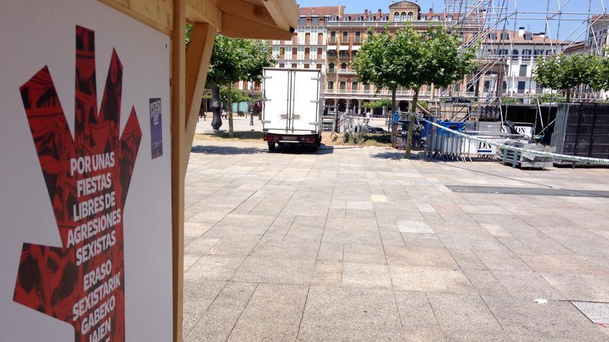 La plaza del Castillo ha contado con este puesto de información contra las agresiones sexistas.