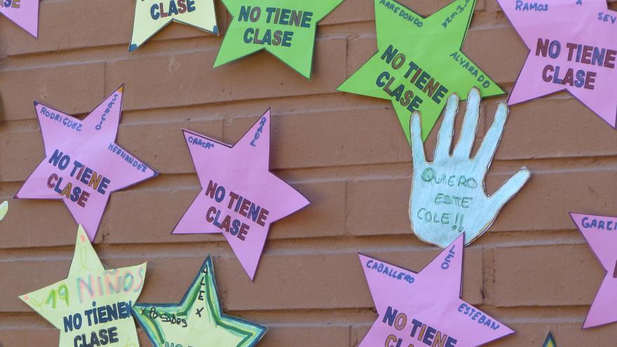 Mapa de estrellas con el nombre de los niños sin plaza en el centro. / L.O.