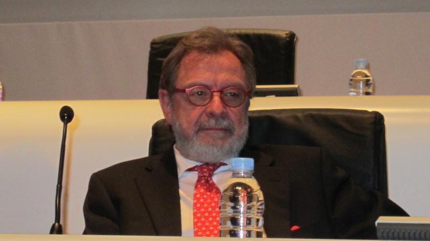 """Cebrián (Prisa) advierte de que si no se realiza una reconversión del sector """"muchos medios perecerán"""""""