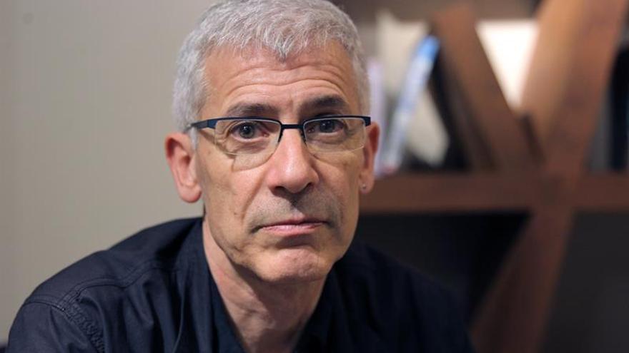 J. Ovejero: La literatura no es un sucedáneo de la vida, nos hace sentir más
