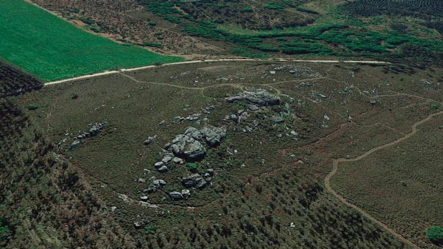 Vista del refugio de Pena Grande y su entorno, con varias plantaciones de eucaliptos