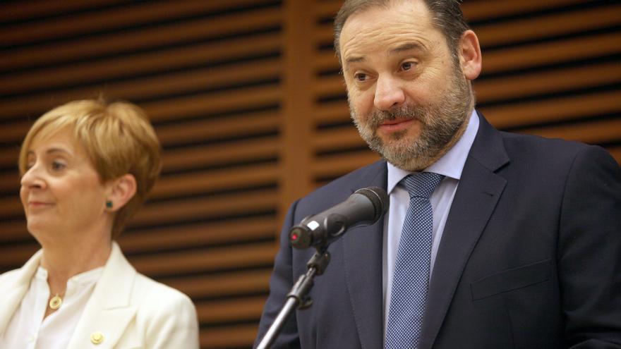 El ministro de Transportes, Movilidad y Agenda Urbana, José Luis Ábalos, en unas jornadas en San Sebastián.