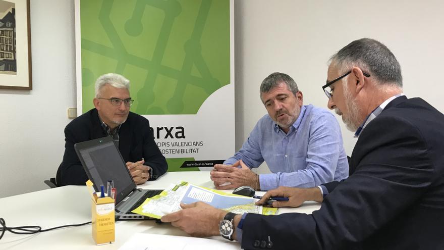Pep Carreres, Josep Bort i Maximiliano Cuevas durant el transcurs de la reunió de treball