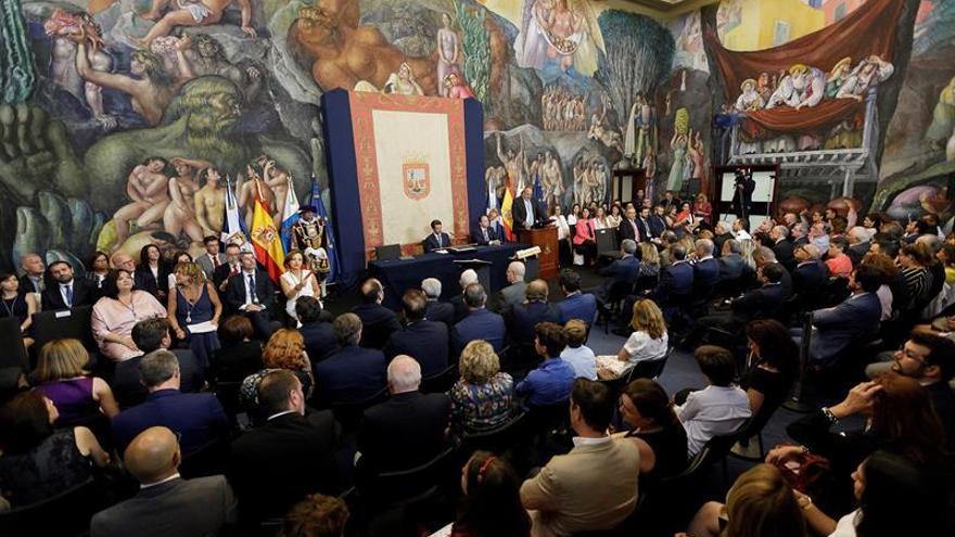 Vista general del Salón Noble del Cabildo de Tenerife durante la celebración del pleno constituyente del mandato 2019-23