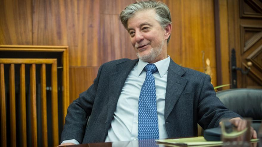 Pedro Santisteve, en su despacho del Ayuntamiento de Zaragoza.