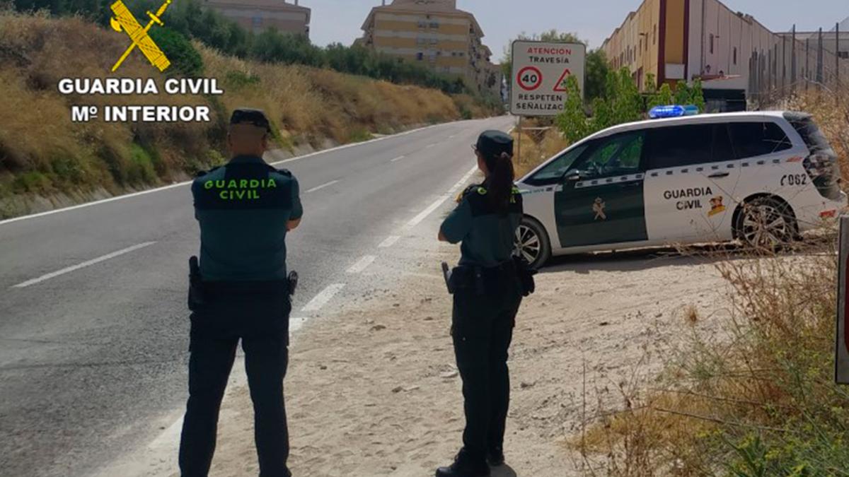 Agentes de la Guardia Civil en  Baena.