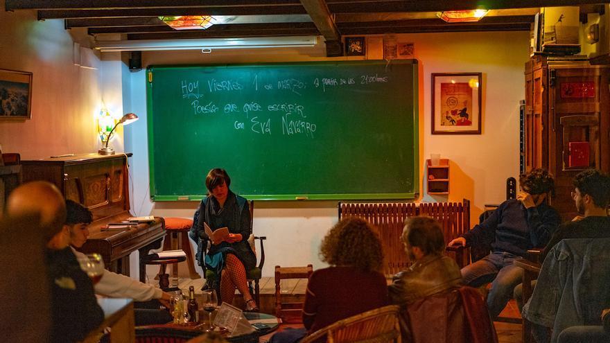 La poeta Eva Navarro en el ciclo 'Poesía que quise escribir.