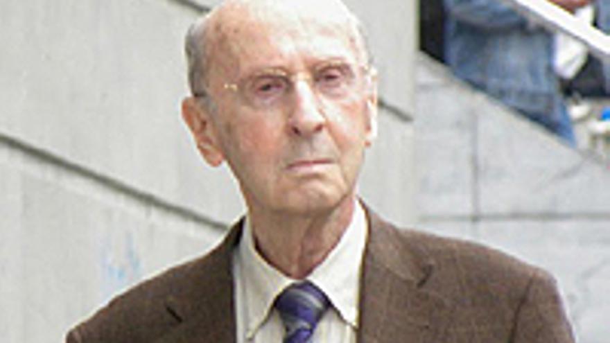Don José Rodríguez Ramírez, en una de sus enojosas visitas a los juzgados de Santa Cruz.