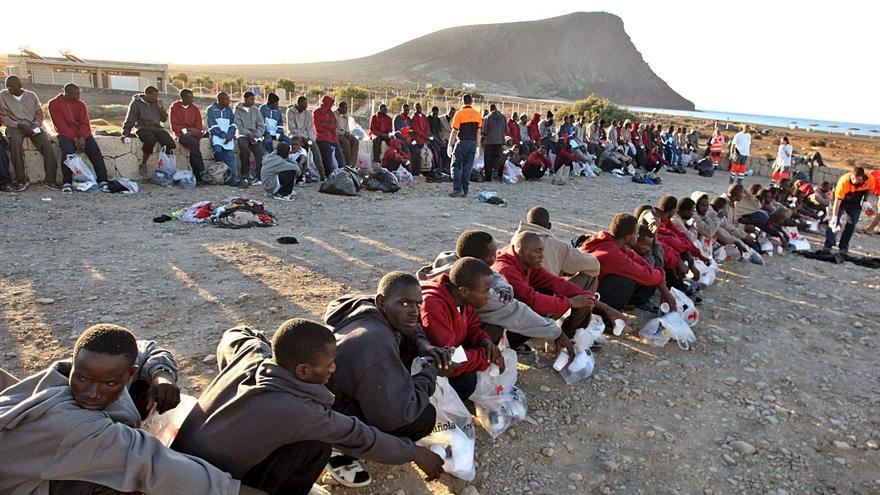 Un grupo de subsaharianos llegan en Cayuco a las costas canarias