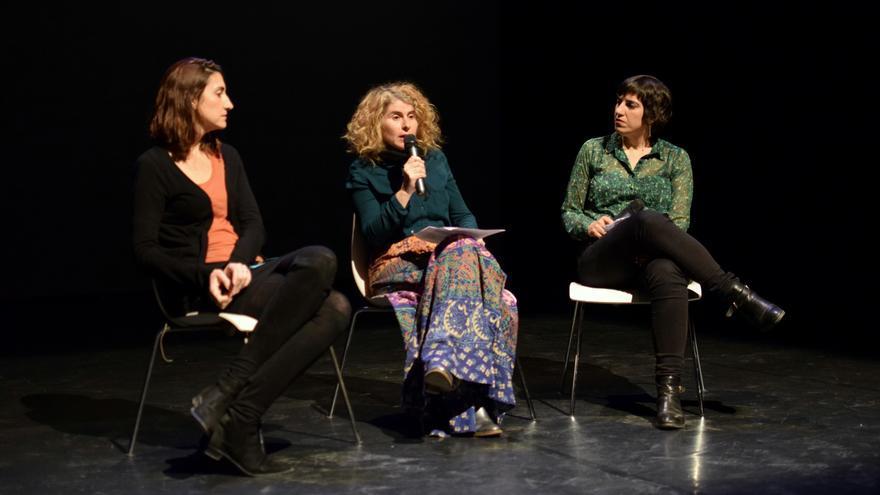 Las periodistas Lola García, redactora jefe de La Opinión; Elisa Reche, directora del eldiario.es en la Región de Murcia y Beatriz Romero, redactora de informativos de La 7
