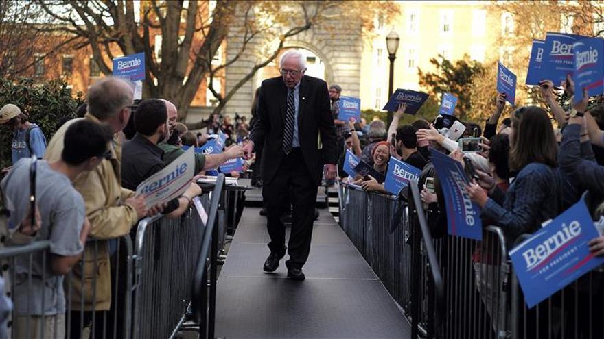 Snowden expresa su simpatía por el precandidato Sanders durante el debate demócrata