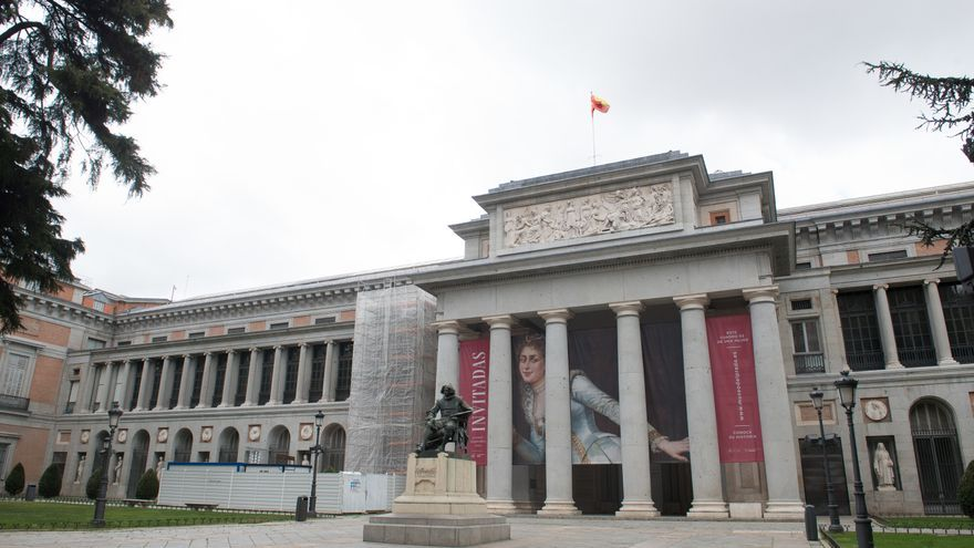Exterior del Museo del Prado de Madrid, vacío durante el estado de alarma decretado por el coronavirus.
