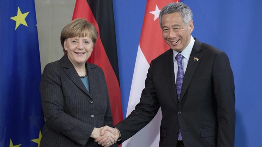 Merkel dice que hay que insistir en la vía diplomática en la crisis ucraniana