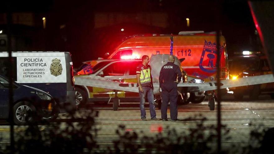 Al menos dos fallecidos al estrellarse una avioneta civil en Cuatro Vientos