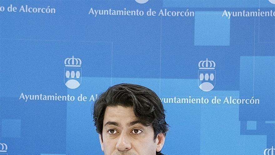 """El alcalde de Alcorcón afirma que es feminista """"como el que más"""" y que su crítica es hacia el feminismo """"radical"""""""