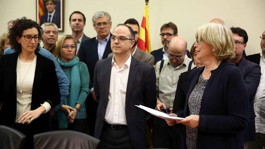 Diputados soberanistas arropan a Rigau en firma de notificación de sentencia