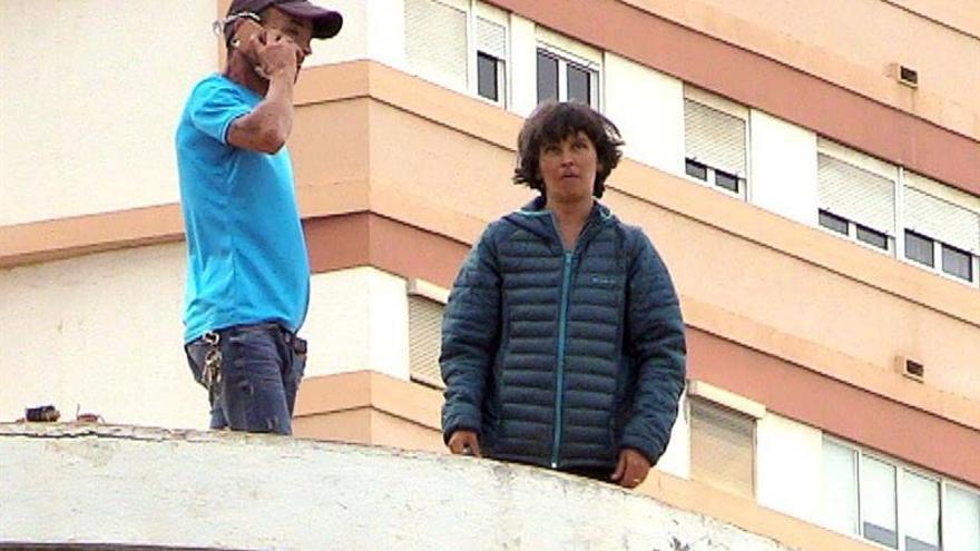 Una pareja se atrinchera en una azotea en Las Palmas de Gran Canaria por la custodia de su hijo.