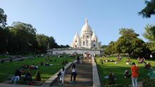 La escalinata sube hasta el Sagrado Corazón, la cima de Montmartre. Ian McKellar