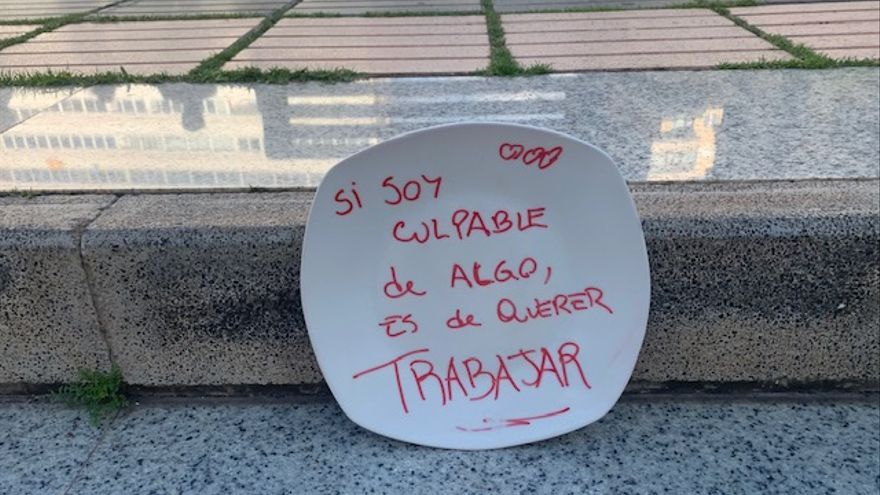 'Platos vacíos' frente a Presidencia del Gobierno para protestar contra las restricciones a la hostelería en Gran Canaria