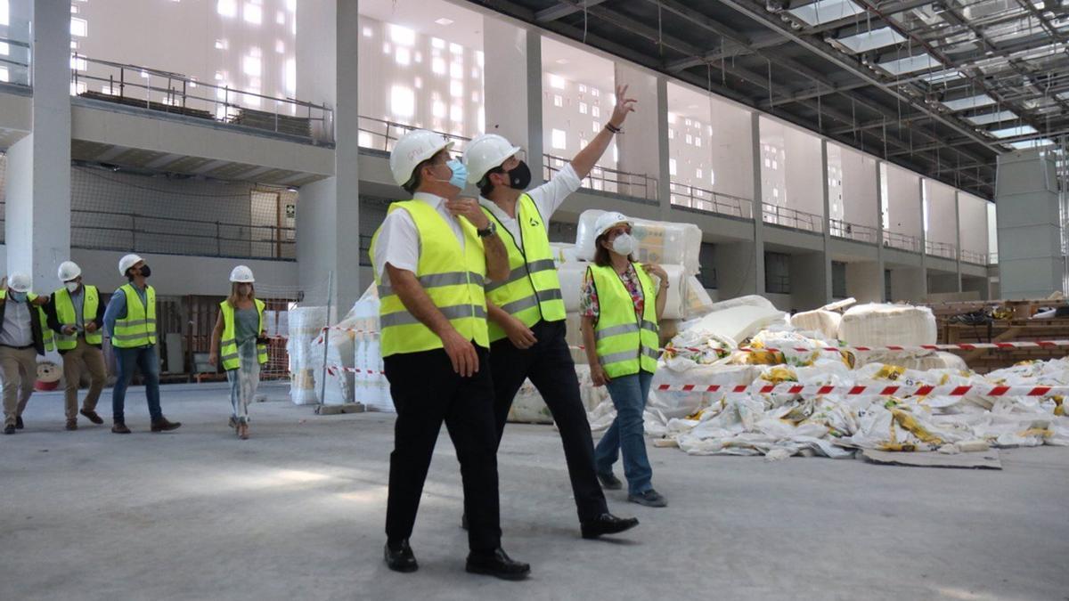 Visita del alcalde a las obras del Centro de Exposiciones del Parque Joyero
