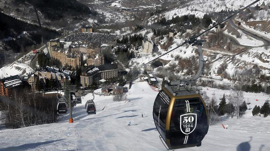 Sierra Nevada y Baqueira abren mañana la temporada de esquí