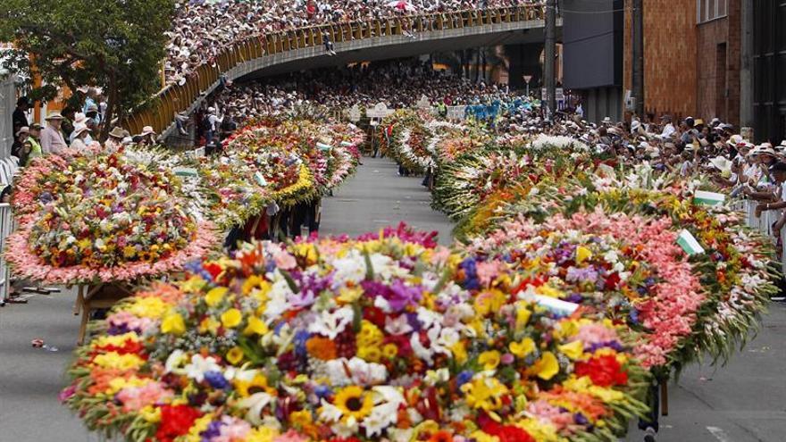 Medellín Se Viste De Jardín Con Un Vibrante Desfile De