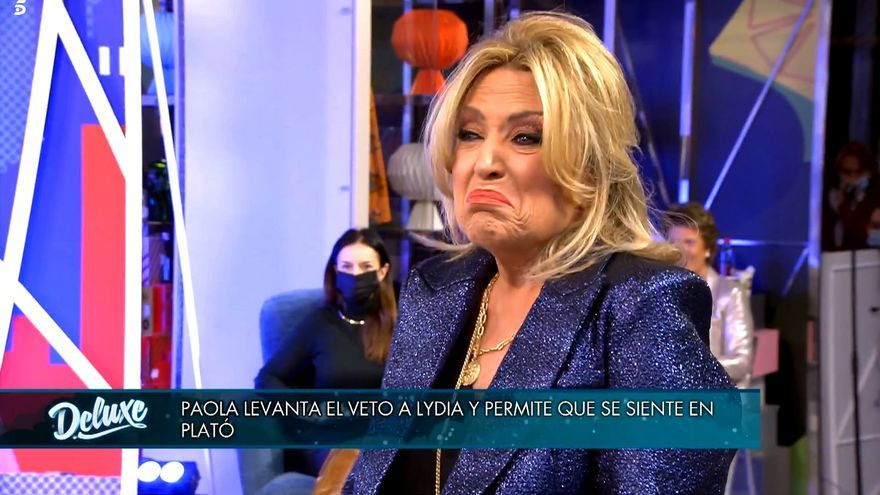 Lydia Lozano, abochornada por la broma de sus compañeros y Paola Dominguín
