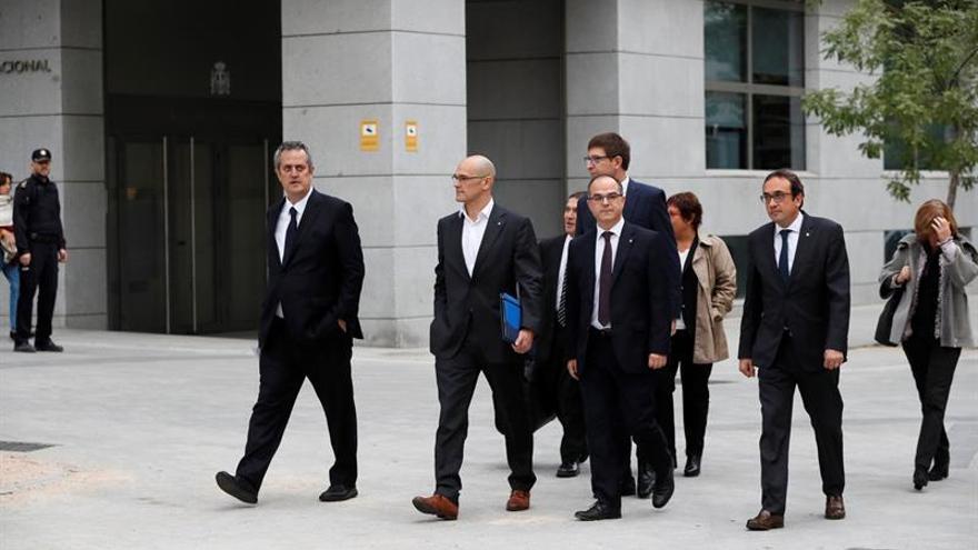 Varios exconsellers de la Generalitat, entre ellos Joaquim Forn (Interior), Raul Romeva (Exteriores),Carles Mundí (Justicia), Jordi Turull (Presidencia) y Josep Rull (Territorio), entre otros, a su llegada a la Audiencia Nacional este 2 de noviembre.