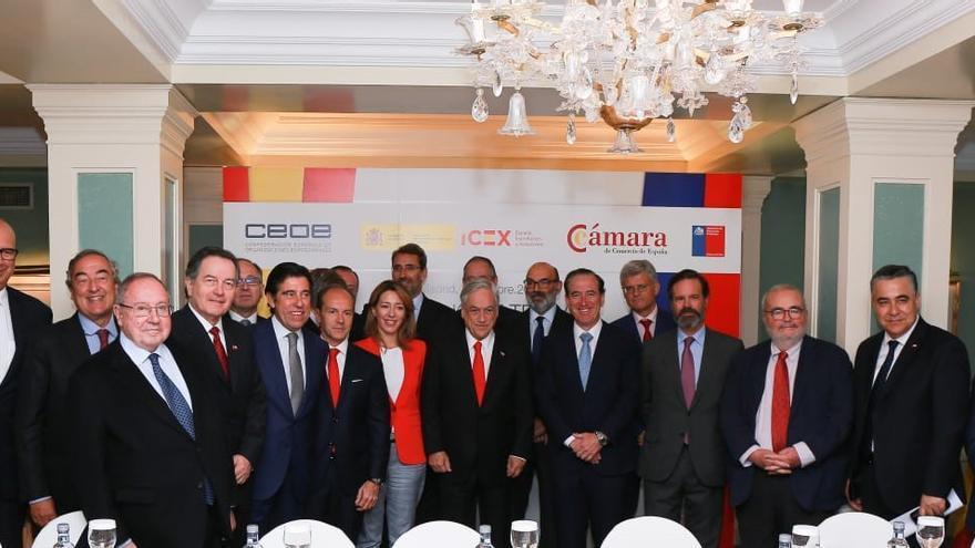 Foto de la reunión del presidente de Chile con la CEOE, Cámara de Comercio y Secretaria de Estado.