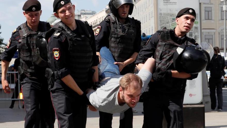 Más de 200 detenidos durante una manifestación opositora en Moscú