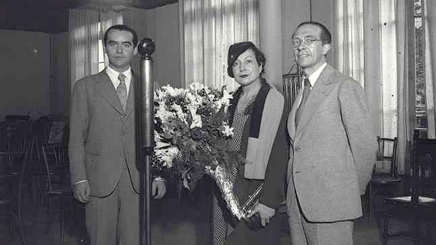 Hallan la fotografía inédita de García Lorca junto a Margarita Xirgu en Barcelona