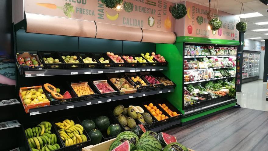 Sección de frutas en supermercado de GM Food