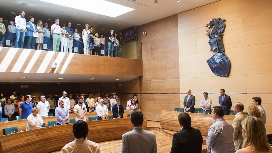 El pleno de la Diputación guardó un minuto de silencio por las víctimas de la homofobia en Orlando