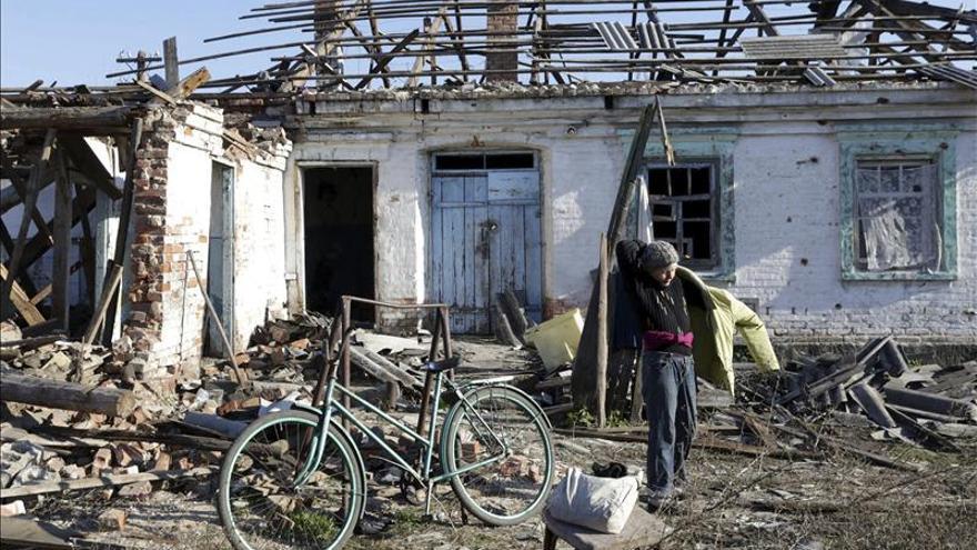 Un militar muerto y dos heridos por los cañonazos en el este de Ucrania