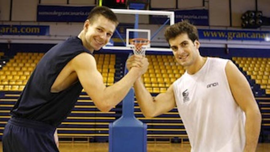 Los dos nuevos capitanes, Spencer Nelson y Tomás Bellas. (cbgrancanaria.net)