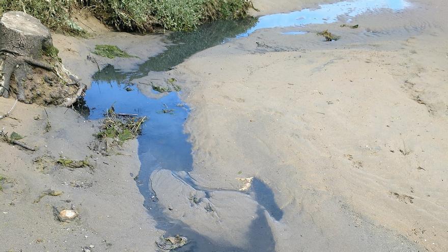 Equo más independientes vuelve a denunciar vertidos de aguas fecales en la playa de Usil en Mogro